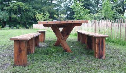 Banquet table crossed legs